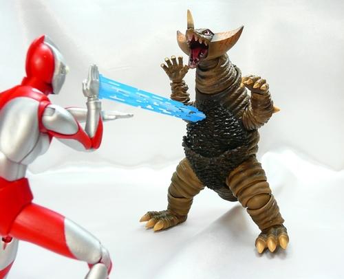 ゴモラVSマン10.JPG