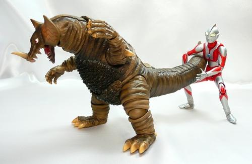 ゴモラVSマン2.JPG