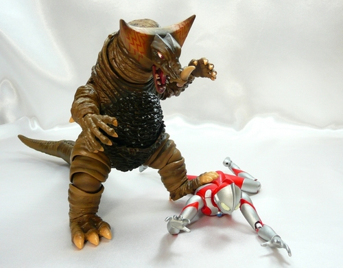ゴモラVSマン5.JPG