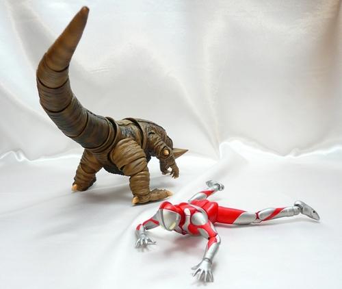 ゴモラVSマン8.JPG